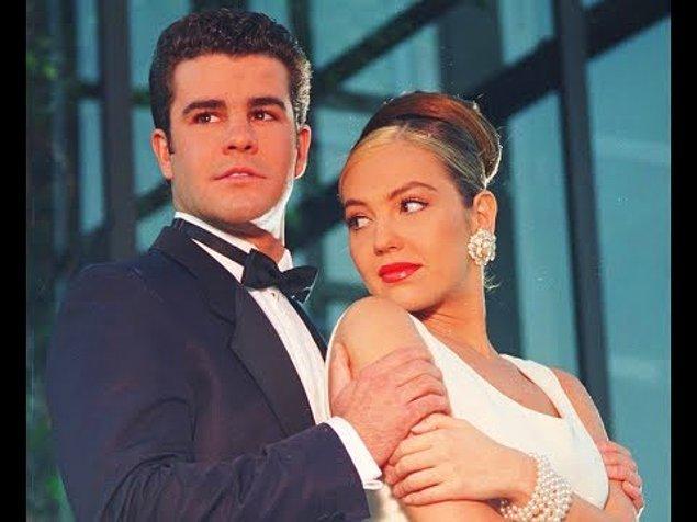 Ama sonunda tekrar evleniyorlar ve yine kazanan döşü kıllı Sergio oluyor.