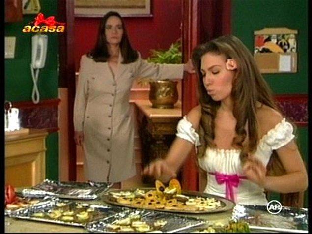 Tüm bunlardan habersiz olan Rosalinda da, o ölen kaynın oğlu Fernando ile tanışıyor. Aşık olup evleniyorlar.
