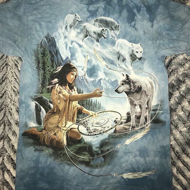 Ojibwa kabilesinin hikayesinde kabileyi ve özellikle küçük çocukları koruyan bir 'örümcek kadın'ın varlığına inanılırdı.