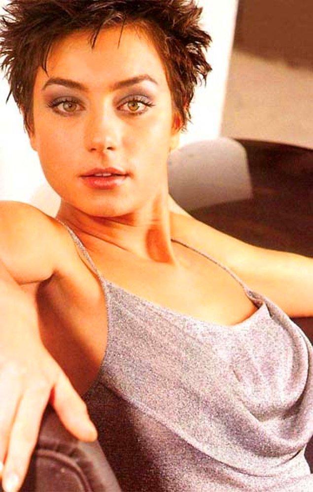 Reklam filmleri, müzikaller, seslendirmeler, ödüller derken 1996-2006 yılları arasında kariyerinin zirvesini gördü Sanem Çelik...