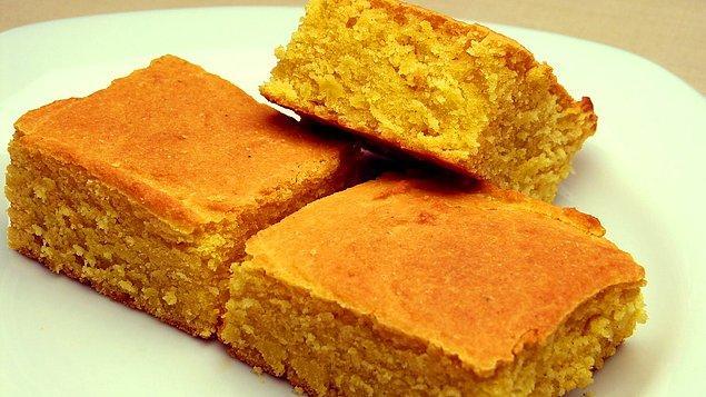 Mısır yetiştiriyoruz haliyle mısırı öğütüp ekmek yapıyoruz. Hamsi bolca mevcut olduğu için de hamsiyle ilgili birçok yemek üretilmiş. Emin olun ki biz yediğimizde hiç midemiz bulanmıyor.