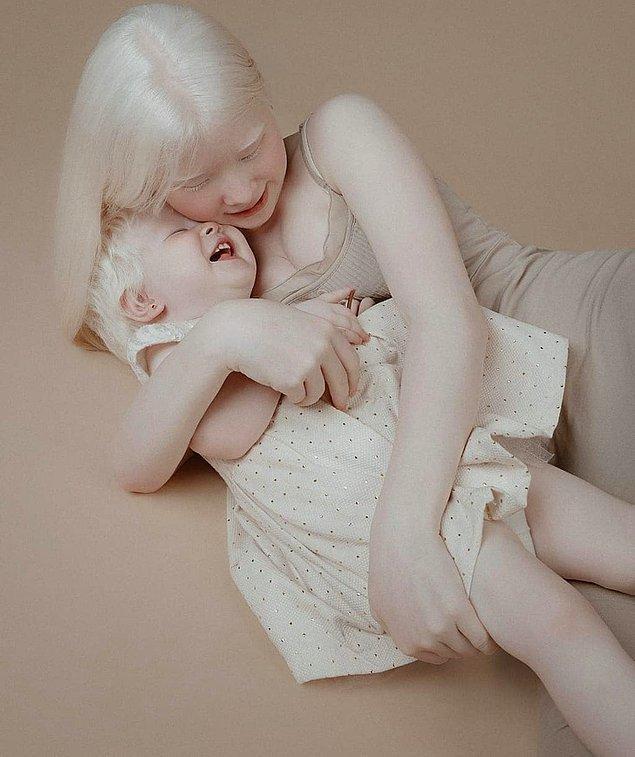 Asel ve Kamila Kalaganova Kazakistan'da yaşayan iki kız kardeş.