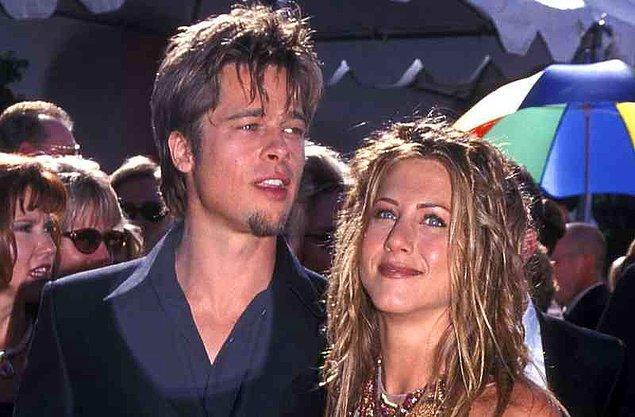 6. İlişkiye başlamalarının üzerinden yaklaşık bir yıl geçmişti ki çift, Sting konserinde sürpriz bir şekilde nişanlandıklarını ve evleneceklerini açıkladılar! Hayranları sevinçten çılgına dönmüştü tabii. Herkes Brad ile Jennifer'ın evleneceği günü merakla bekliyordu. Nasıl bir düğün olacak, Jennifer nasıl bir gelinlik giyecek; herkes bu soruların cevabını merak ediyordu.