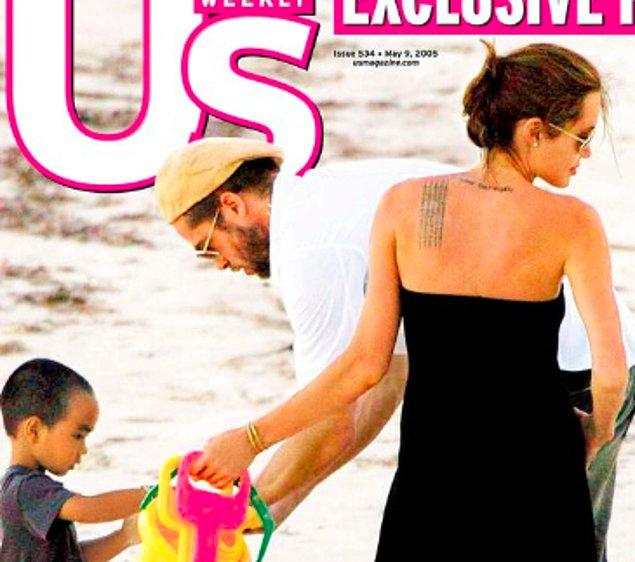 12. Başta aldatılma iddiaları asılsızmış gibi görünse de, Jennifer Aniston'un boşanma başvurusunun üzerinden yaklaşık bir ay geçmesinin ardından Angelina ve Brad'in gizli tatilinin basına sızmasının ardından her şey netlik kazanmaya başlıyor. Ne acıdır ki biricik Jennifer'ımız da bu ihaneti hepimizle birlikte basından öğreniyor. İçten içe bir şeyler seziyordur elbette ama tam anlamıyla öğrenmesi bu şekilde oluyor bildiğimiz kadarıyla. Çift zaten 2005 yılında resmi olarak boşanıyor...
