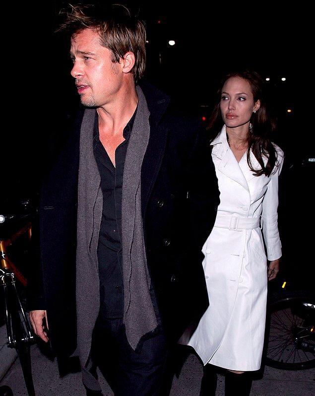 13. Ve Jennifer Aniston sahneden çekiliyor... Gelelim Brad Pitt ve Angelina Jolie çiftine. Angelina Jolie, ilişkilerinin Brad evliyken başladığı iddiasını reddetse de, birbirlerine çekimler sırasında aşık olduklarını da kabul ediyordu bir yandan... Tarihler 2006'yı gösterdiğinde ise Angelina, Brad'in çocuğuna hamile olduğunu açıklamıştı. Çift bu haberle birlikte ilk defa birlikte olduklarını da kabul etmiş oluyordu...