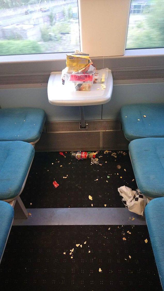 17. Metroyu bu halde bırakan eğitimsiz arkadaşlar...