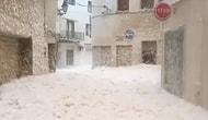 İspanya'da Bir Kıyı Kasabasını Köpük Bastı!