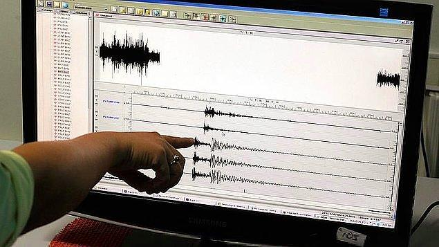 1. Manisa'da merkezi Akhisar olan bir deprem meydana geldi. Depremin büyüklüğü 5.4 olarak açıklandı. Ardından bu sabah saatlerinde Ankara'da da 4.6 büyüklüğünde bir deprem meydana geldi.
