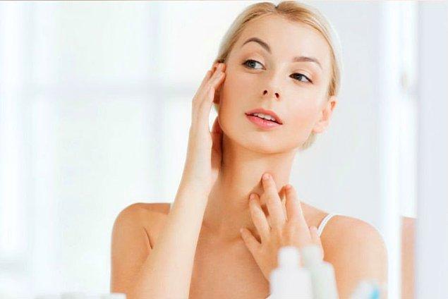 Uzmanlara göre düzenli olarak uygulanan yüz yogası egzersizleri ile daha genç bir cilde sahip olmak mümkün.