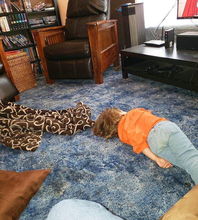 """17. """"Yaklaşık 5 dakika önce bu çocuğa bir yastık vermeyi teklif ettim. Yüzüme fırlattı çünkü 'Yatmak istemiyormuş,'."""""""