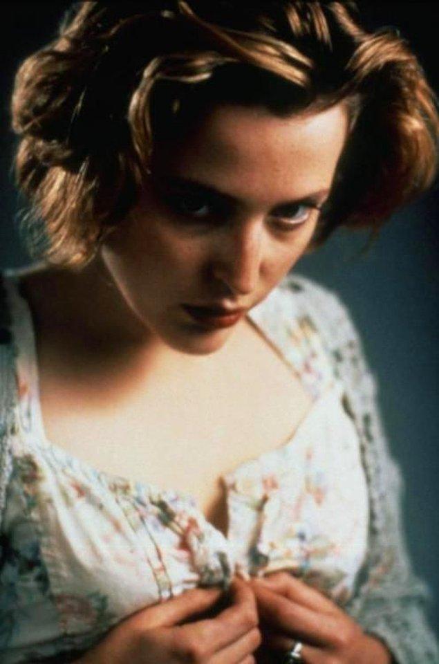 Gillian Anderson, 1992'de yayınlanan 'The Turning' filmi ile hayatımıza girdi.