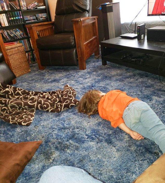 """6. """"Yaklaşık 5 dakika önce bu çocuğa biraz uzanması için yastık verdiğimde bana geri fırlatarak uyumak istemediğini söylemişti."""""""