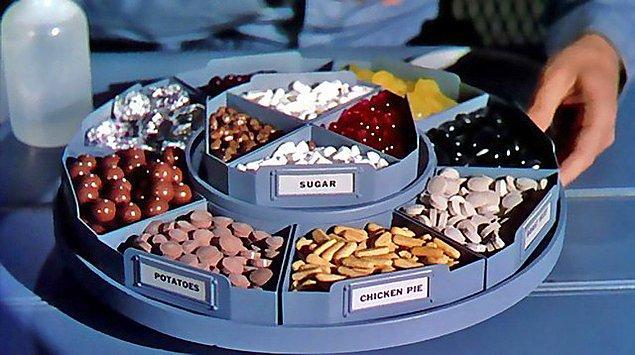1. Tavuk, patates gibi yiyecekleri yemek yerine kullanılan küçük kapsüllerle açlık hissini geçirmek....