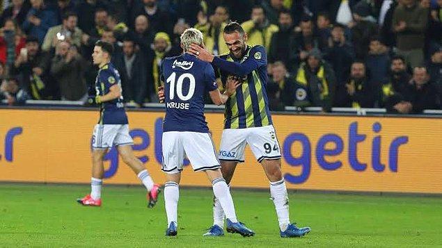 Fenerbahçe zorlu mücadeleyi 2-0 galip bitirmeyi başardı.