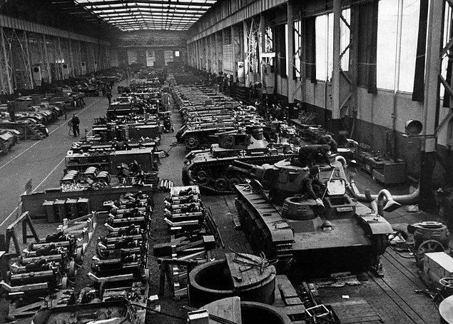 2. İkinci Dünya Savaş sırasında Alman silah fabrikalarında çalışan Çekler bazen silahların şeklini bozarak çalışmalarını engellerlerdi.