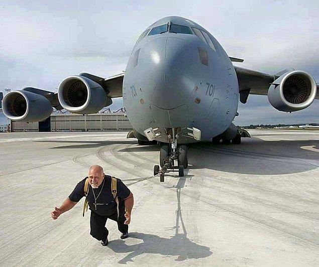 4. Uçak çekme rekoru