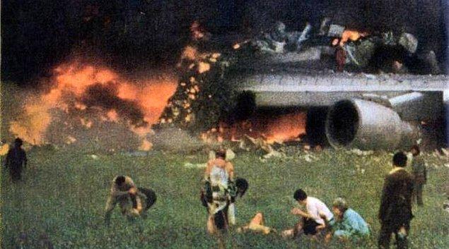 4. 23 Haziran 1985'te, Hindistan'ın başkenti Yeni Delhi'ye gitmek üzere Kanada'dan yola çıkan Hindistan Hava Yollarına ait Boeing 747 uçağı hangi sebeple düşmüştür?