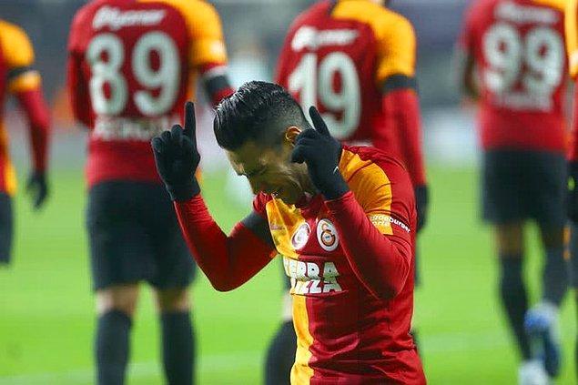 Maçın 26. dakikasında Falcao, Galatasaray'ı 1-0 öne geçiren golü kaydetti.