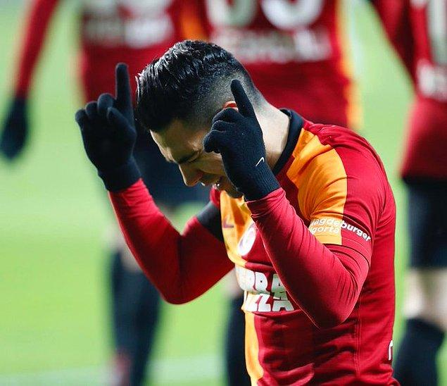 58. dakikada Galatasaray'da sakatlanan Radamel Falcao'nun yerine Adem Büyük oyuna girdi.
