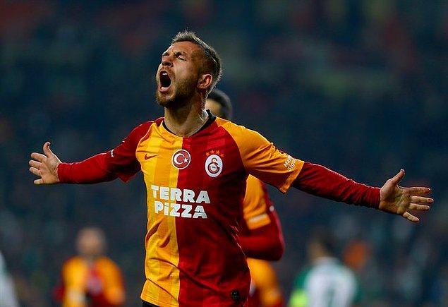 Galatasaray'da sağ kanatta Mariano'nun ön direğe yaptığı ortaya düzgün bir vuruş yapan Adem Büyük, farkı 3'e çıkardı: 0-3.