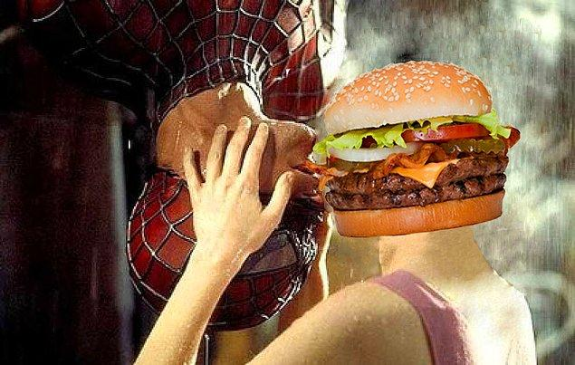Araştırmaya dahil edilen kişilerin aşırı stres yüzünden günde iki hamburger yedikleri zaman alacakları kalori miktarı kadar kalori kazandıkları görülmüş.