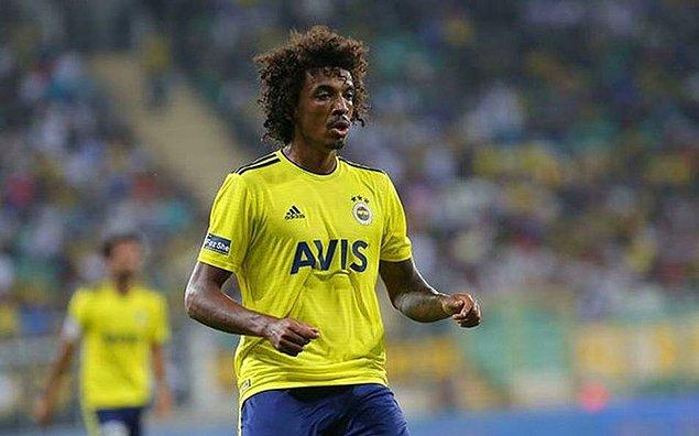 90+7. dakikada Fenerbahçe'de Luiz Gustavo, itirazları nedeniyle ikinci sarı karttan kırmızı kart gördü.