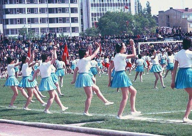 10. 19 Mayıs Atatürk'ü Anma, Gençlik ve Spor Bayramı kutlamalarından bir kare, 1975.