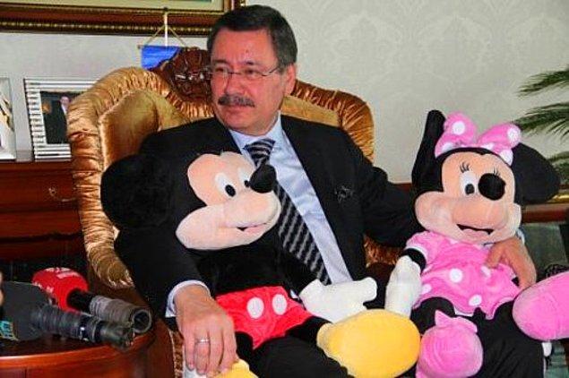 Fırsattan istifade etmeye çalışan Eski Ankara Büyükşehir Belediye Başkanı İ. Melih Gökçek sosyal medyadan topladığı fotoğraf ve paylaşımları alıntılayarak paylaşmıştı.
