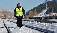 'Kar Kaplanı' Ona Emanet: Karlı Tren Yollarında Ulaşımın Aksamaması İçin 33 Yıldır Çalışıyor