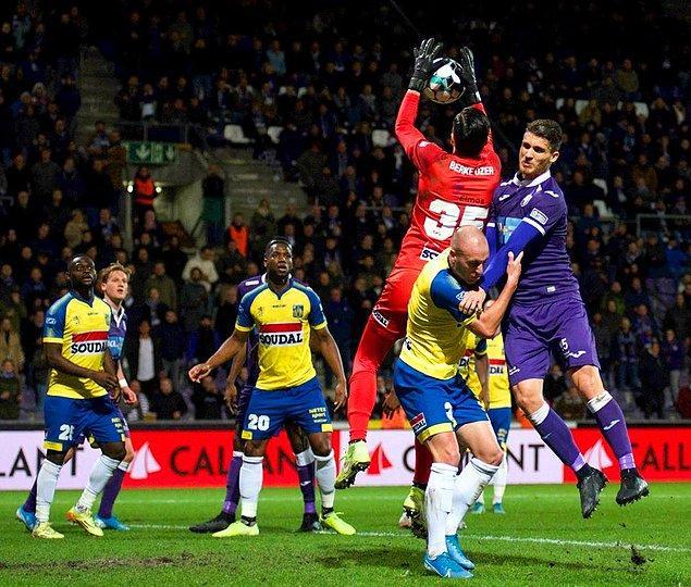 Belçika 2. Ligi'nde Westerlo'nun deplasmanda Beerschot-Wilrijk'e 1-0 kaybettiği maçta Berke Özer 90 dakika kalesini korudu. Barış Alıcı ise 72. dakikada oyuna dahil oldu.