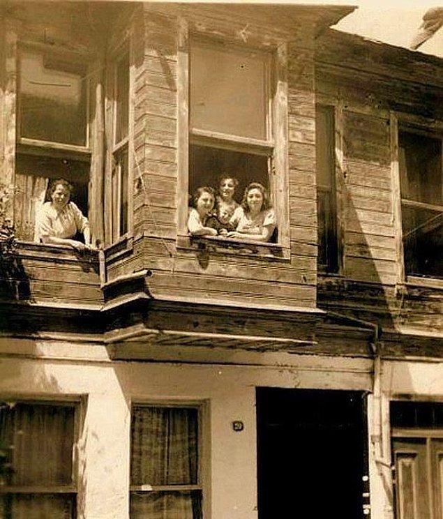 12. Kuzguncuk'ta bir aile, İstanbul, 1950.