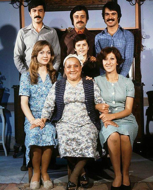 19. Aile Şerefi filminin setinden bir kare, İstanbul, 1976.