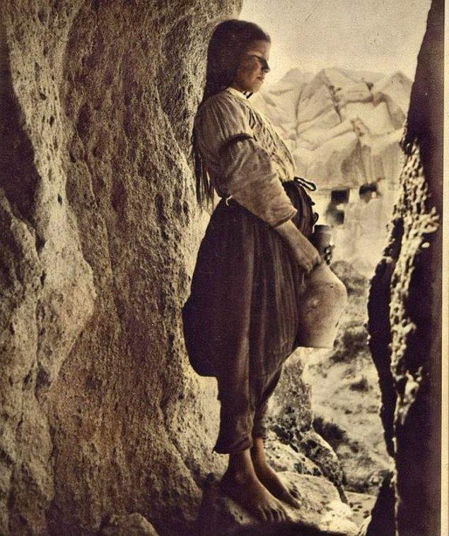 20. Göreme'de güzeller güzeli bir köylü kızı, Nevşehir, 1930.