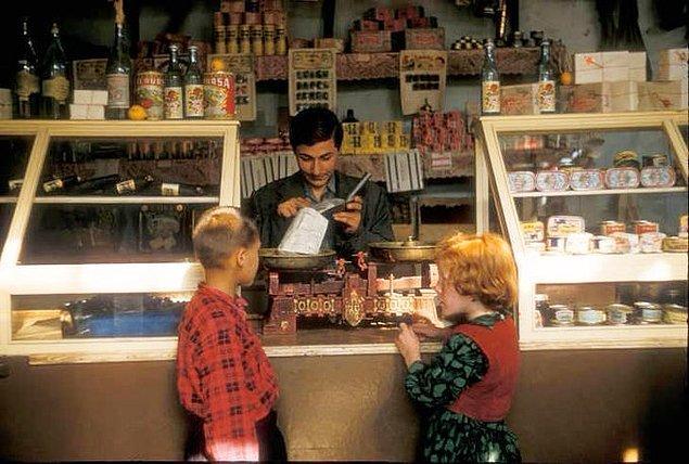 24. Bakkaldan alışveriş yapan çocuklar, Yalova, 1970.