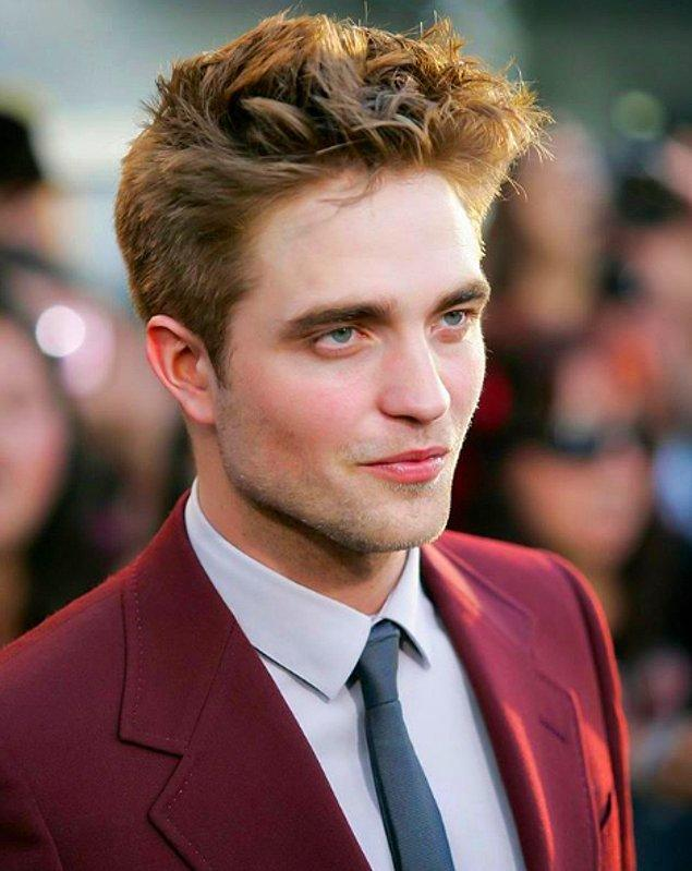 Pattinson'ın gözleri, kaşları, çenesi, burnu, dudakları ve genel yüz şekli diğer ünlüler ile karşılaştırıldı.