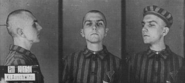 Erwin Schimitzek eşcinsel bir ticari katipti. 22 Ağustos 1941'de Auschwitz'e getirildi. Sonraki yılın ocak ayında orada öldü. 23 yaşındaydı.