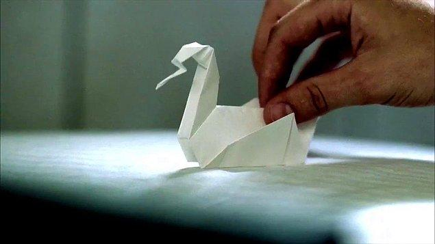 3. Origanami sanatıyla bizi tanıştıran bu tatlı kuğuyu 'Prison Break' dizisinin baş kahramanı Michael Scofield yapardı. Biz de deneyip aynısını yaparız sanır, yapamazdık.