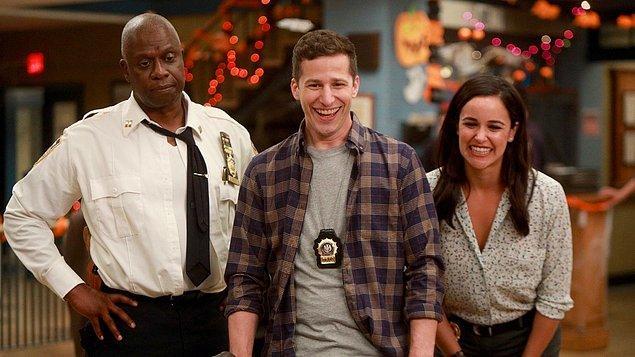 1. Hadi başlayalım. Brooklyn Nine-Nine dizisinin hangi sezonunda daha fazla bölüm vardır?
