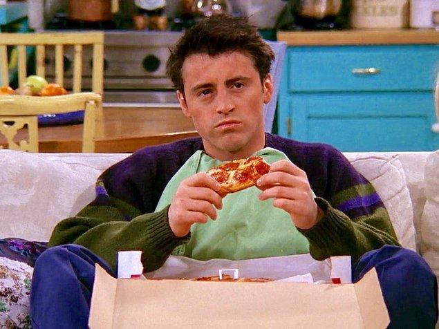 1. Joey ile tüm hayatınızı beraber geçirseniz bir dakika sıkılmazsınız. Sadece önünden yemeğini almayın yeter. Dünyanın en sempatik adamına bir selam verelim.