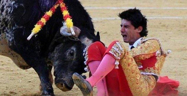 7. Victor Barrio isimli İspanyol matador, bu fotoğraf çekildikten saniyeler sonra Lorenzo isimli boğa tarafından öldürüldü.