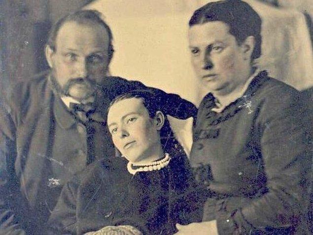 9. Ailedeki birinin ölümünden sonra fotoğraf çekimi Victoria döneminde oldukça yaygındı. Ve işte o fotoğraflardan bir tanesi...