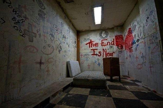 17. Kaliforniya'da, terk edilmiş bir akıl hastanesi: