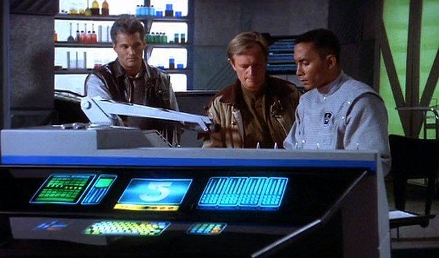 12. Babylon 5 (1994–1998)