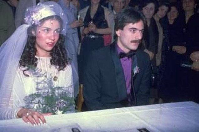 Evet, 1980 yılında ilk evliliğini Muhsine Şehnaz Kamiloğlu ile yapan Erbil, 1985 yılında Muhsine hanımdan boşanıp yine aynı yıl tekrar Muhsine hanımla evlendi, sonra tekrar boşandı. Böylelikle 2 kere aynı kadınla evlenmiş oldu. Bu evlilikten de Sezin Erbil dünyaya geldi.
