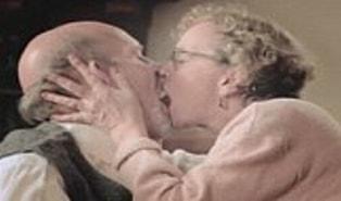 Yaş Yetmiş İş Bitmemiş! Yetmiş Yaşında  Cinsel Hayat Mümkün mü?