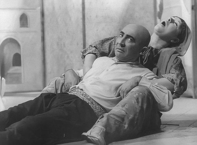 """7. Şener Şen ve Ayla Algan """"Keloğlan"""" oyunuyla başrollerde, 1970."""