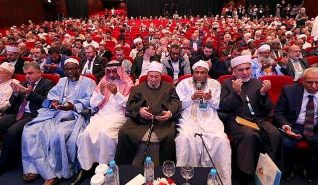 İslam coğrafyasında yer alan ülkelerin bulunduğu Dünya İslam Alimleri Birliği de koronavirüs ve toplu bir şekilde icra edilen ibadetler hakkında açıklama yaptı.