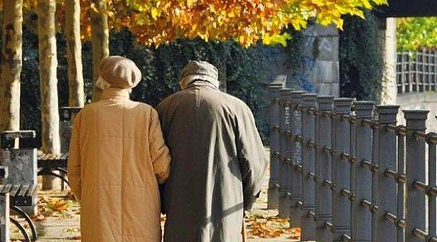 Türkiye'de yaşlı nüfus, diğer yaş gruplarındaki nüfusa göre daha yüksek bir hızla artış gösterdi.