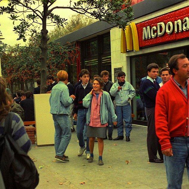 24. Taksim, İstanbul, 1990.