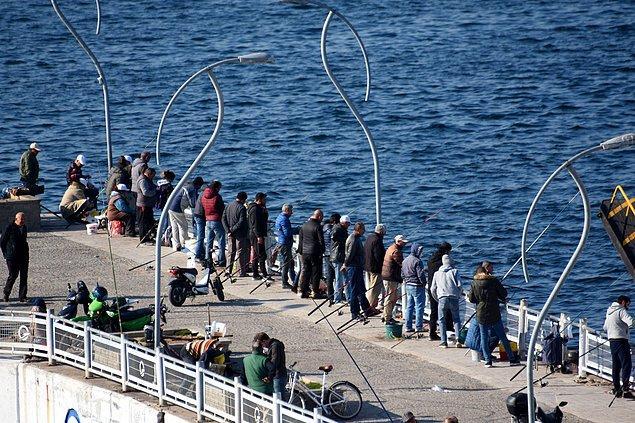 Çanakkale'de vatandaşlar sahil gezmesindeydi...
